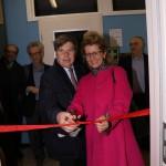 Roberta Cocco, assessore alla trasformazione digitale del Comune di Milano taglia il nastro con il copresidente della comunità Milo Hasbani